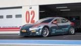Гоночна Tesla Model S розганяється з 0 до 100 км/год за дві секунди