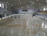 Реконструкція «Айсберга» йде до завершення, на арені почали заливати лід